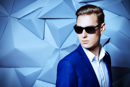 Close-up portrait of a handsome man in elegant classic suit and sunglasses. Men's beauty, fashion. Stockfoto