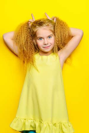 Studioaufnahme Der Entzückenden Kleinen 9 Jährigen Mädchen