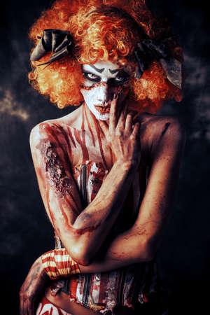 ひどい血赤毛道化師の肖像画。ハロウィーン。ホラー。 写真素材