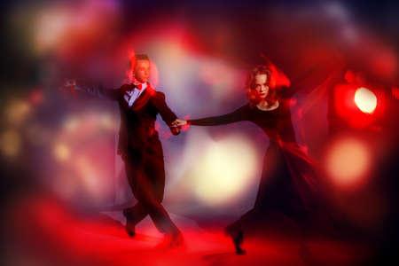 Concepto del arte. bailarines de tango vigorosas hermosos que se realizan en el estudio.