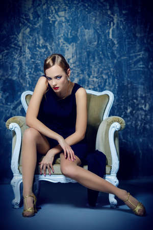 Beautiful charming woman with old fashioned make-up and finger wave hairstyle.  Luxurious life. Retro style of 20's and 30's. Beauty, fashion concept. Banque d'images