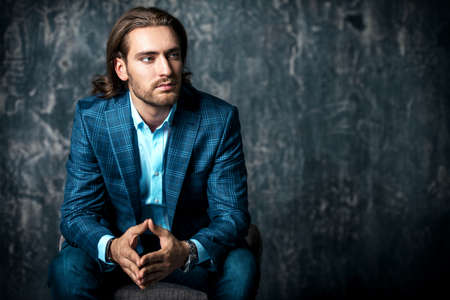 Portrait of a handsome young man in elegant classic suit. Men's beauty, fashion. Business style. Archivio Fotografico