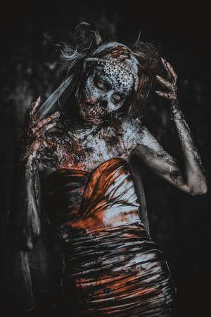 血死んだ花嫁の女性の肖像画。ゾンビの花嫁。ハロウィーン。ホラー。 写真素材