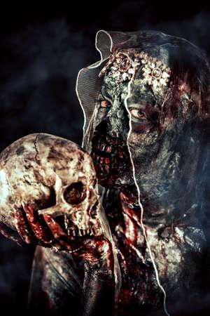 血死んだ花嫁の女性の肖像画。ゾンビの花嫁。ハロウィーン。ホラー。 写真素材 - 87204273