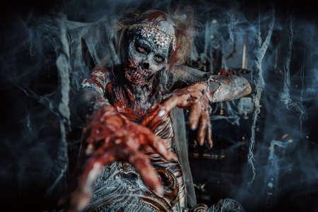 血まみれの死んだ花嫁の肖像画。ゾンビ花嫁。ハロウィーン。ホラー。 写真素材