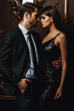 apasionado pareja apasionada en elegantes talones elegantes de lujo. tiro de moda