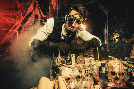 Scientist inventor steampunk works in his laboratory. Science fiction concept. Halloween. Stockfoto
