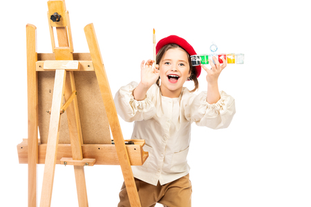 A portrait of a positive girl painting a picture. Imagens