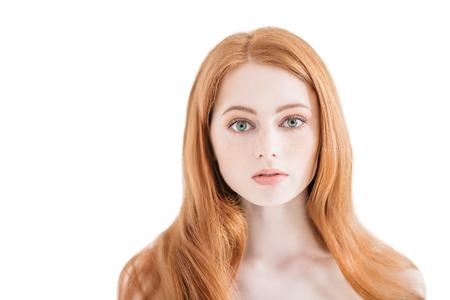 Een close-up portret van een mooi mysterieus meisje. Schoonheid, schoonheidsmiddelen.