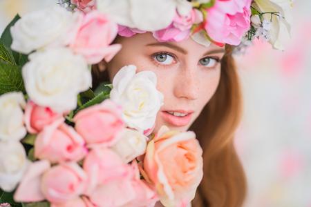 Ein Nahaufnahmeporträt eines reizenden schönen Mädchens. Schönheit, Kosmetik.