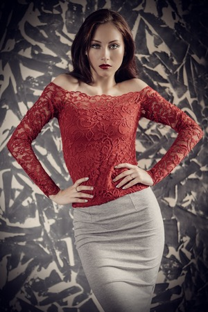 Ein Porträt einer schönen jungen Frau. Schönheit, Mode. Standard-Bild