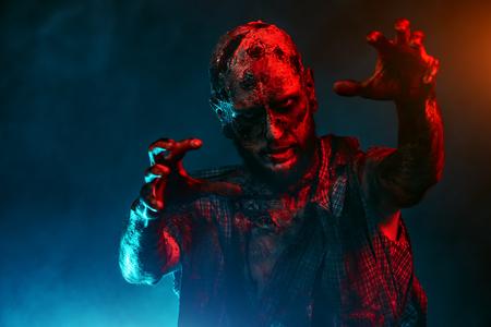 Ein Porträt eines gruseligen gruseligen Zombies. Halloween. Horrorfilm.