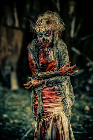 Dead bride woman on an abandoned cemetery. Zombie bride. Halloween. 写真素材 - 131447372
