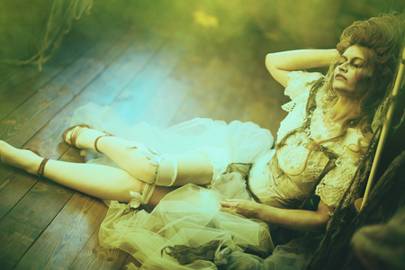 Halloween. Portrait of the dead empress in the old abandoned castle. Ghost in the castle. Vintage style. 免版税图像