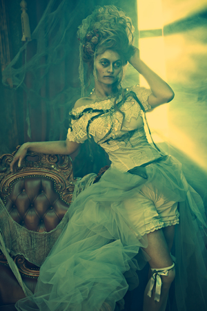 Halloween. Portrait of the dead empress in the old abandoned castle. Ghost in the castle. Vintage style. 版權商用圖片
