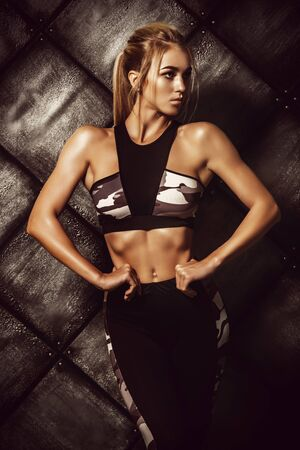 Portrait of a beautiful athletic woman with perfect muscular body. Active, healthy lifestyle. Fitness, bodybuilding. 스톡 콘텐츠