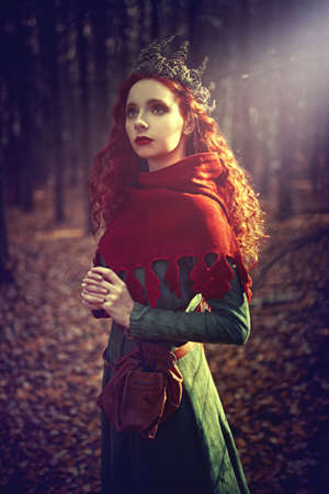Fantasy world. Beautiful red-haired princess in a deep forest. Ancient times. Celts. 版權商用圖片