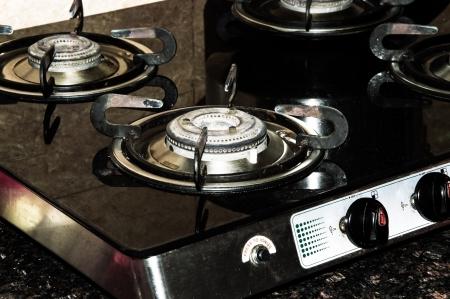 Zwei Töpfe Auf Feuer Auf Küche Gasherd, Die Mit Der Blauen ...