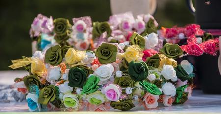 headbands: Diademas con dise�os de flores de varios colores y textura. Foto de archivo