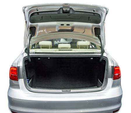 Lege kofferbak ruimte en met een open staat.