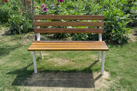 traditonal: Traditonal park bench with nobody.