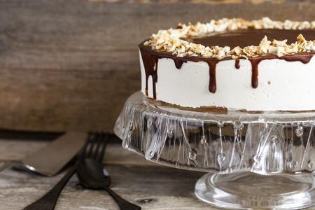 Milk Souffle Vogelmilch Kuchen Mit Frischen Kirschen Isoliert Auf