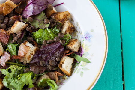 croutons: warm salad with bacon, lentils and croutons