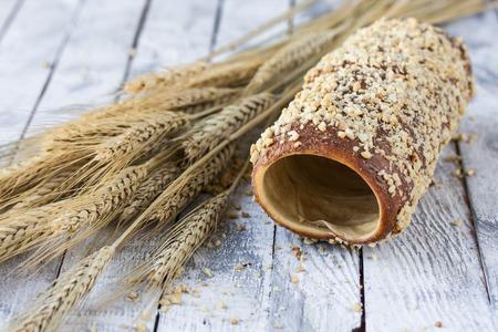 Hungarian un pain rond avec l'arachide et le chocolat