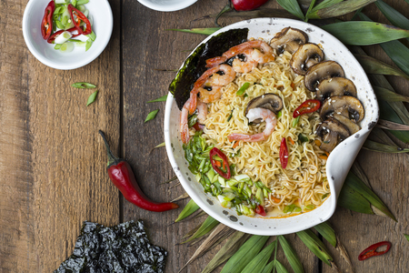 Asian noodles with shrimp , mushrooms and vegetables