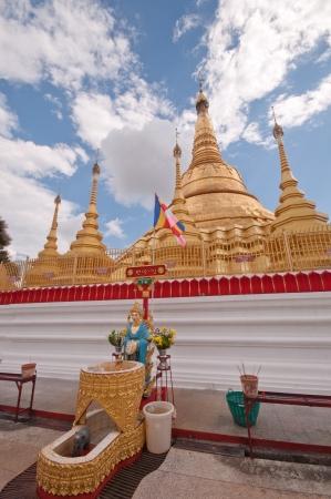 phra si rattana chedi: Pagoda Shwe Da pile Maha Chedi Choi Da stack  Yangon, Myanmar