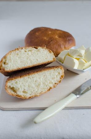 levadura: tortas de levadura con sabor a trigo completo con crema agria Foto de archivo