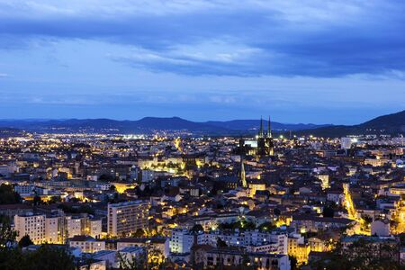 cielo azul: View on Clermont-Ferrand in France in the evening