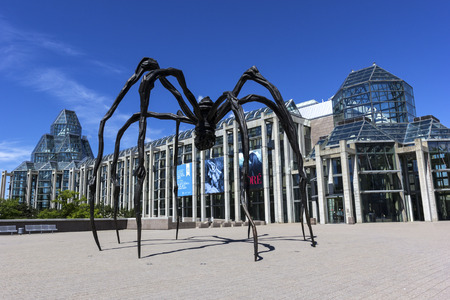 Maman sculpture by the artist Louise Bourgeois in front of National Gallery of Canada in Ottawa Redakční