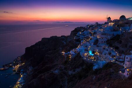 View of Oia the most beautiful village of Santorini island in Greece. Banque d'images - 135293575