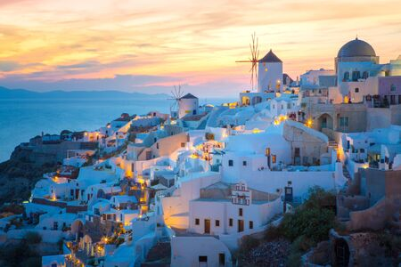 View of Oia the most beautiful village of Santorini island in Greece. Banque d'images - 135293587