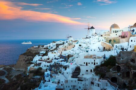 View of Oia the most beautiful village of Santorini island in Greece. Banque d'images - 135293586