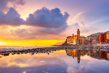 Scenic Mediterranean riviera coast. Panoramic view of Camogli town in Liguria, Italy. Basilica of Santa Maria Assunta and colorful palaces. Liguria, Italy Archivio Fotografico