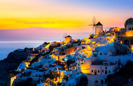 Uitzicht op Oia, het mooiste dorp van het eiland Santorini. Stockfoto