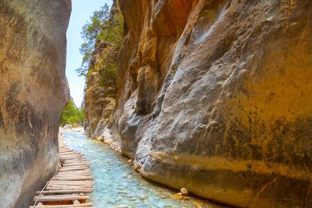 Passage of famous Samaria Gorge, Crete, Greece 版權商用圖片 - 128914915