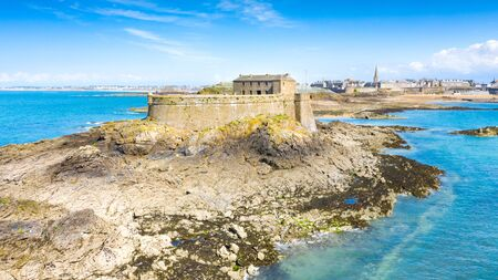 Beautiful view of the city of Privateers - Saint Malo in Brittany, France Banque d'images - 128914924