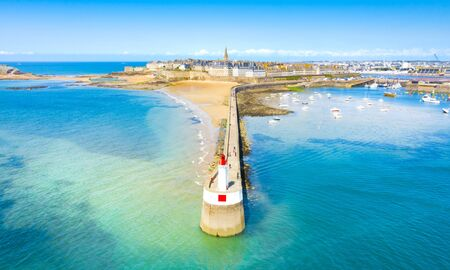 Beautiful view of the city of Privateers - Saint Malo in Brittany, France Banque d'images - 128914928
