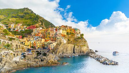 Manarola Village, Cinque Terre Coast of Italy. Manarola a beautiful small town in the province of La Spezia, Liguria, north of Italy and one of the five Cinque terre travel attractions, Sunset colors Banque d'images - 132035700