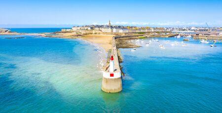 Piękny widok na miasto korsarzy - Saint Malo w Bretanii