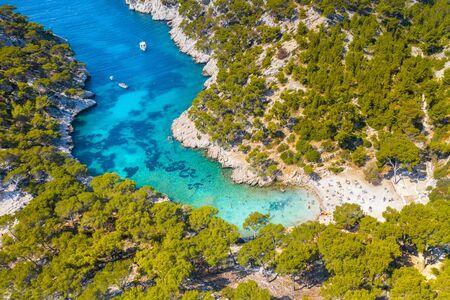 Vista panorámica del Parque Nacional de Calanques, cerca del pueblo pesquero de Cassis, Provenza, en el sur de Francia, Europa, el mar Mediterráneo Foto de archivo