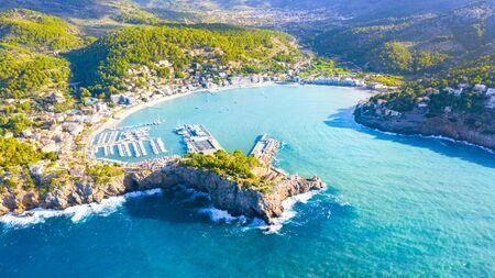 Beautiful harbour of Port de Soller, Majorca, Balearic Islands, Spain Banque d'images - 135091021