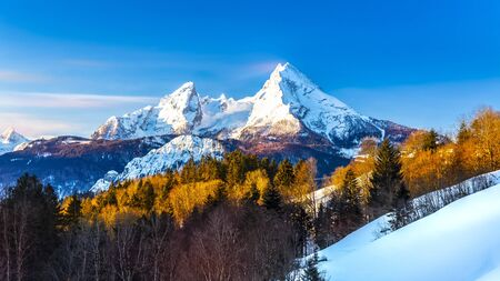 Beautiful view of famous Watzmann mountain peak on a cold day in winter 版權商用圖片