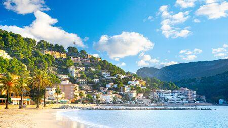 Beautiful harbour of Port de Soller, Majorca, Balearic Islands, Spain 免版税图像