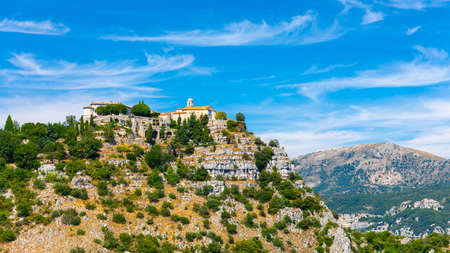 View of mountain top village Gourdon in Provence, France. Standard-Bild
