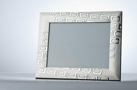 Plata, marco de fotos en blanco en la mesa con el lugar para su propio texto, foto Foto de archivo - 12872263