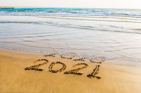 Happy New Year 2021 text on the sea beach. Abstract background photo of coming New Year 2021 and leaving year of 2020 免版税图像 - 152651217